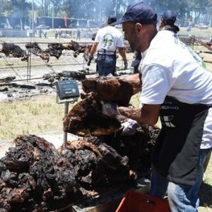 Uruguay Outdoes Argentina for World's Biggest Barbecue